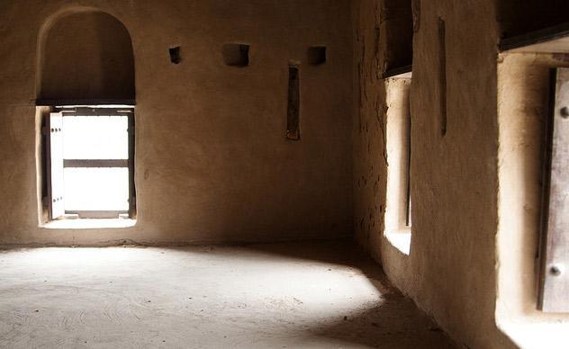 Неймовірна літаюча фортеця Аль Хейль в ОАЕ (3)