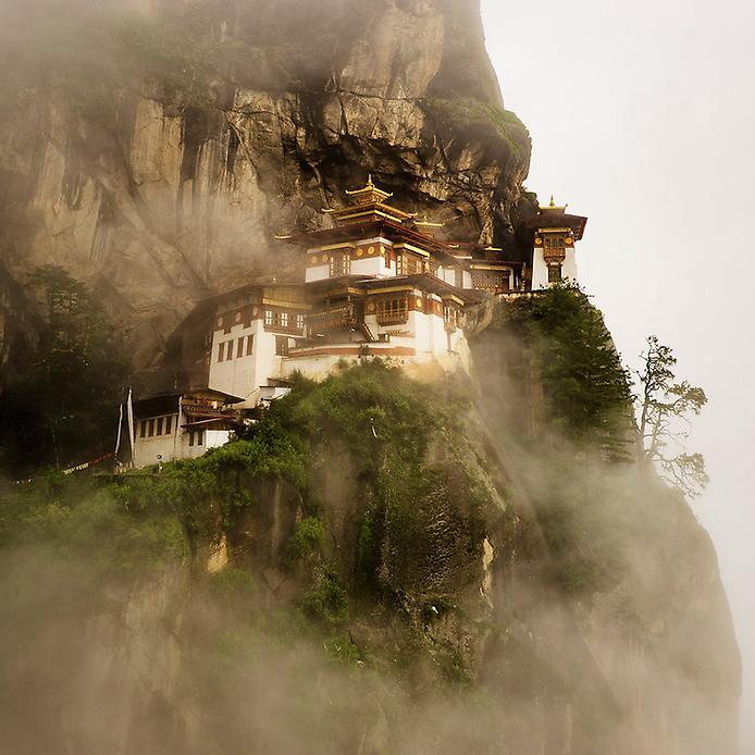 Ширяючий над землею монастир Такцанг-Лакханг в Бутані (3)