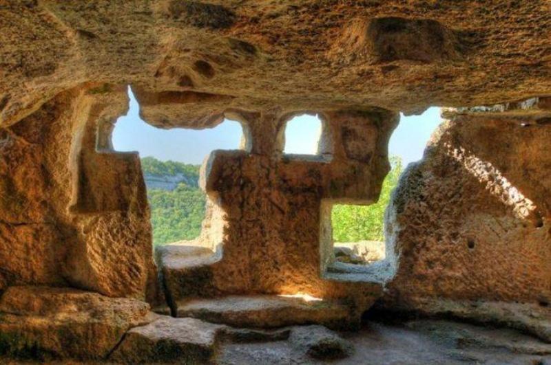 Всередині однієї з печер