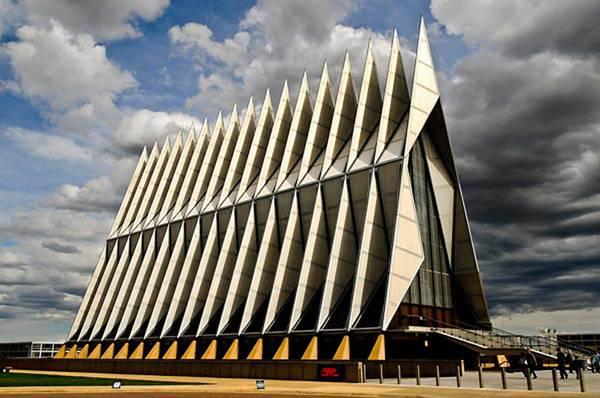 Кадетська каплиця при академії ВПС США в Колорадо