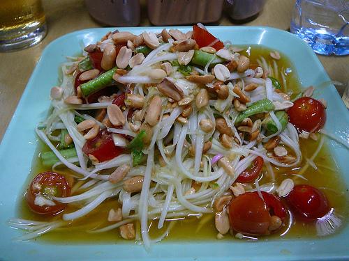 В Таиланде невозможно отказаться от двух овощных салатов: «Сом Тама» и «Ям Ныа»