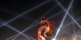 Фестиваль музики і мистецтв в долині Коачелла славиться лазерними шоу і скульптурними виставками