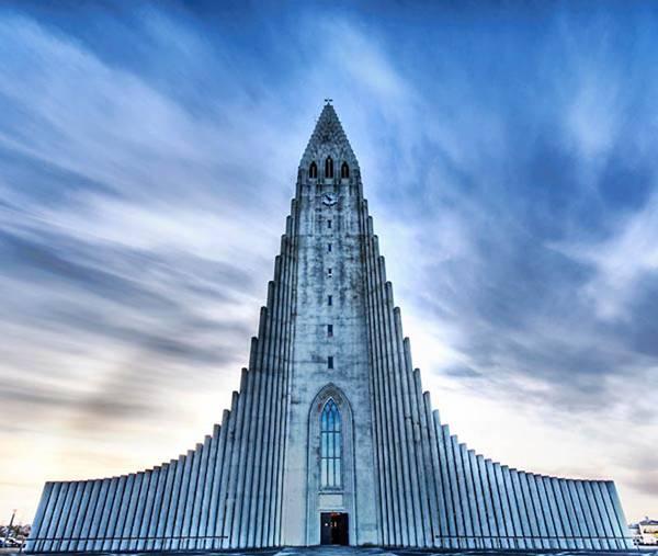 Хатльгрімскіркья (Hallgrimskirkja) в Рейк'явіку, Ісландія
