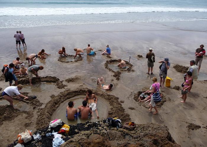 Природний спа-відпочинок: дивовижний пляж Hot Water Beach в Новій Зеландії! (6)