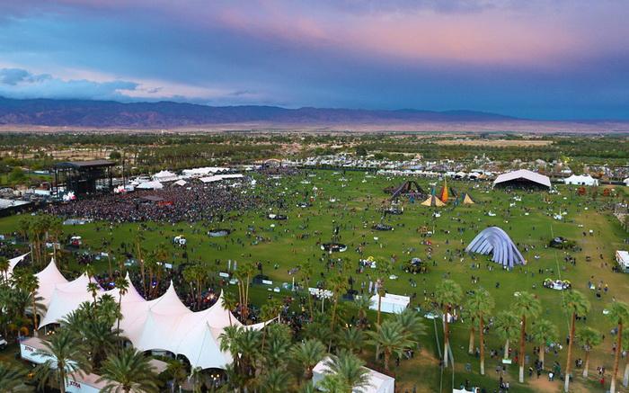 Вид з колеса огляду на долину Коачелла, де проходить фестиваль