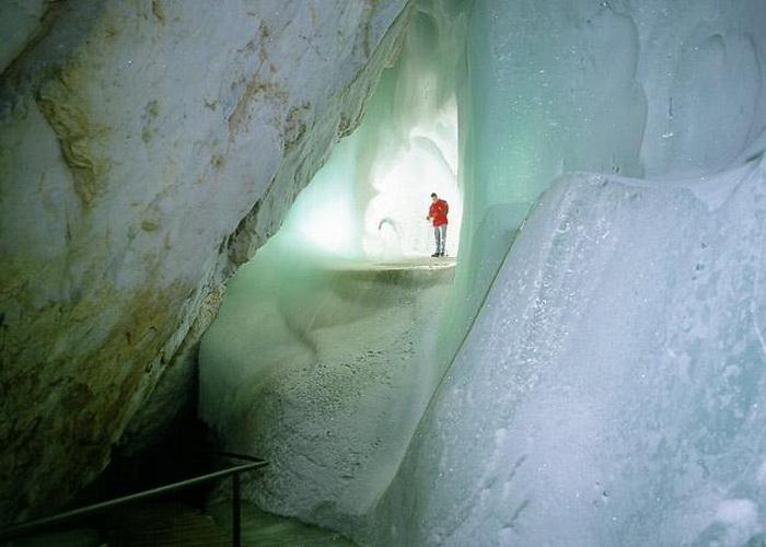 В гостях у Снігової королеви: The Eisriesenwelt - найбільша крижана печера (6)