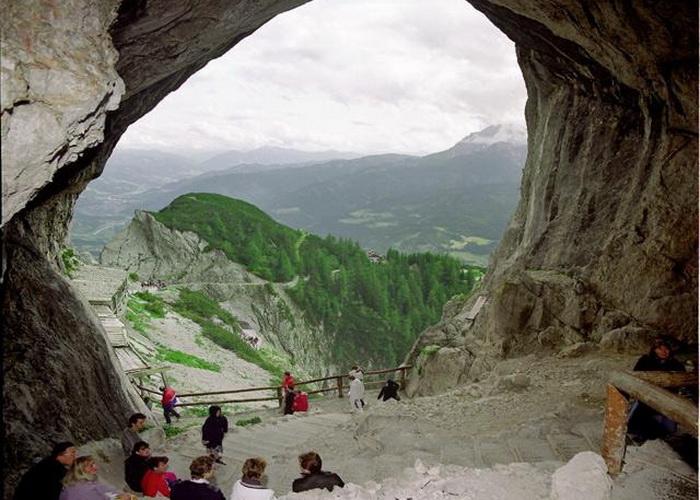 В гостях у Снігової королеви: The Eisriesenwelt - найбільша крижана печера (5)