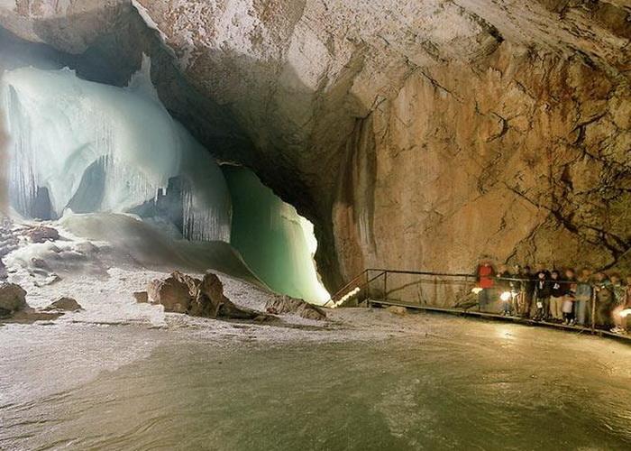 В гостях у Снігової королеви: The Eisriesenwelt - найбільша крижана печера (2)