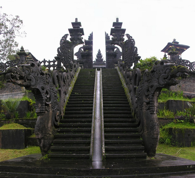Храм Пура Бесакіх на Балі (12)