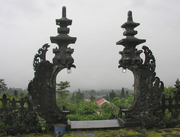 Храм Пура Бесакіх на Балі (1)