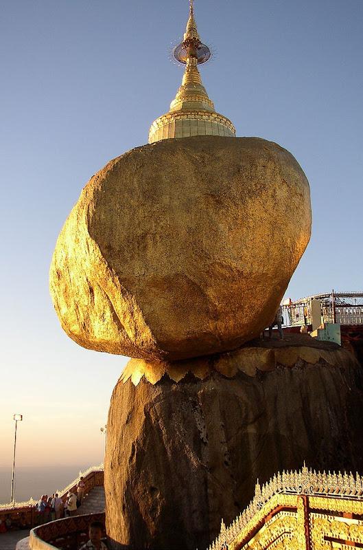 Золота Пагода Чайттійо в М'янмі