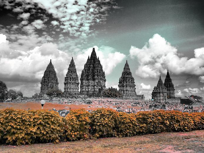 Стародавні храми Прамбанан на острові Ява (11)