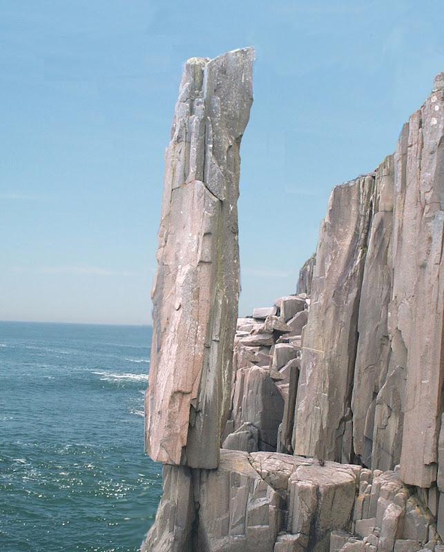 Балансуюча скеля Лонг Айленда в Новій Шотландії