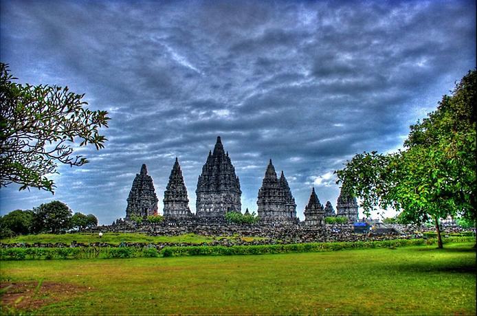 Стародавні храми Прамбанан на острові Ява (9)