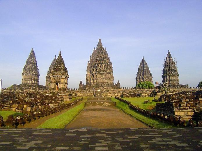 Стародавні храми Прамбанан на острові Ява (6)