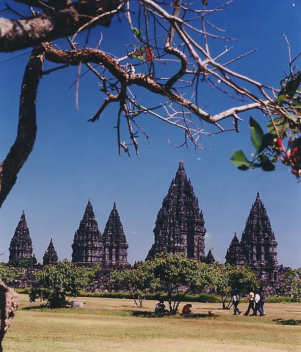 Стародавні храми Прамбанан на острові Ява (5)