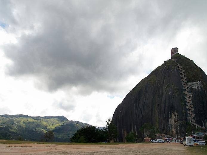 Скала Ель Пеньон де Гуатапе (1)