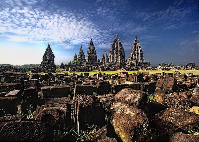 Стародавні храми Прамбанан на острові Ява (3)