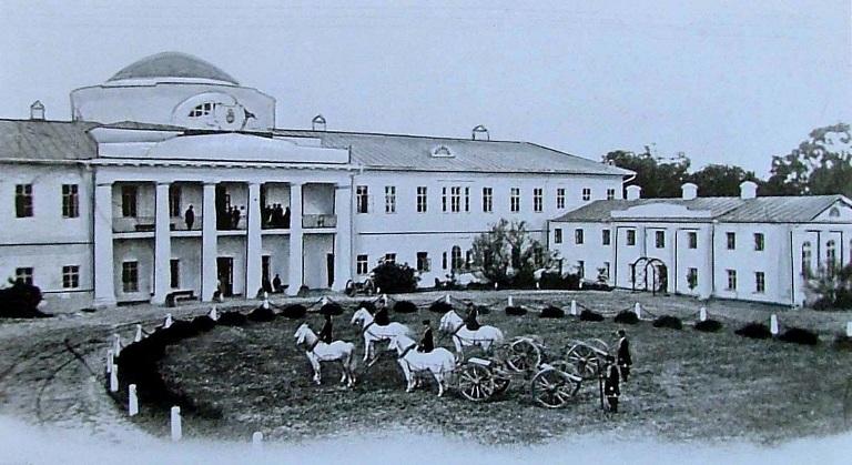 Парадний фасад палацу в Качанівці. Фото 1880-ті рр.