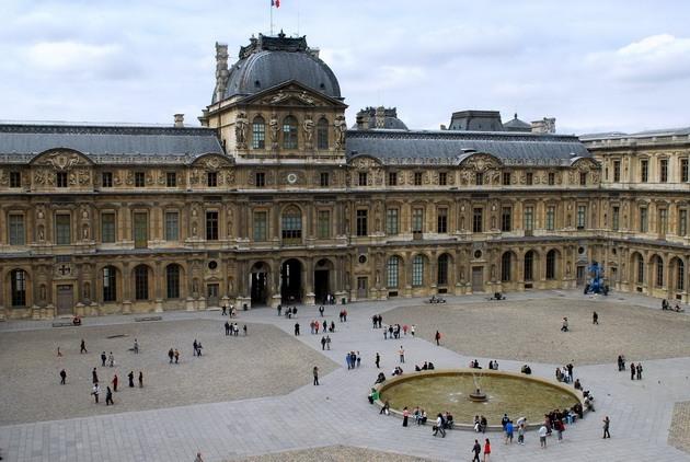 Лувр - головний будинок Парижа починаючи з 12 століття, колишня королівська резиденція, один з найстаріших, найбагатших і найбільших музеїв світу (4)
