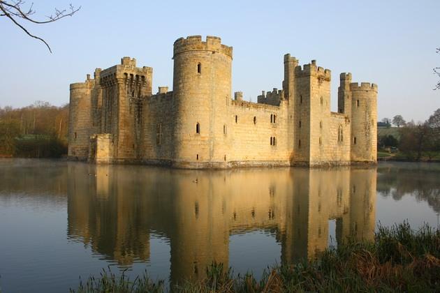 Замок Бодіам - один з численних свідків неспокійною історії Англії (7)