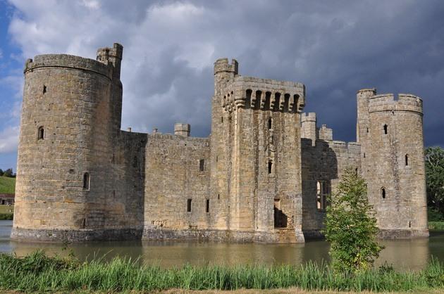 Замок Бодіам - один з численних свідків неспокійною історії Англії (6)