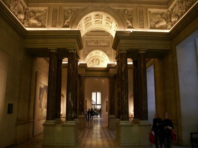 Лувр - головний будинок Парижа починаючи з 12 століття, колишня королівська резиденція, один з найстаріших, найбагатших і найбільших музеїв світу (14)