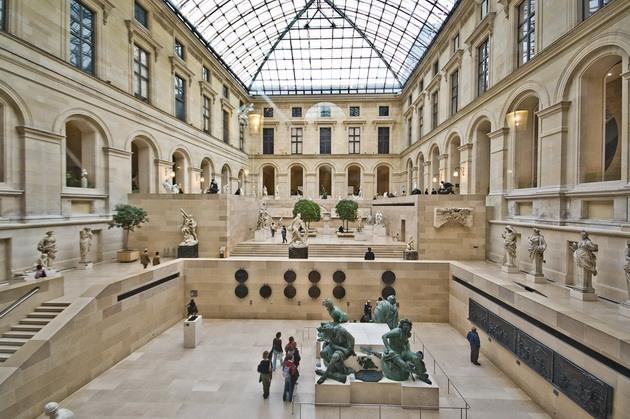 Лувр - головний будинок Парижа починаючи з 12 століття, колишня королівська резиденція, один з найстаріших, найбагатших і найбільших музеїв світу (17)