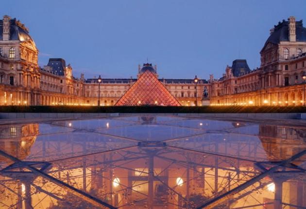 Лувр - головний будинок Парижа починаючи з 12 століття, колишня королівська резиденція, один з найстаріших, найбагатших і найбільших музеїв світу (21)