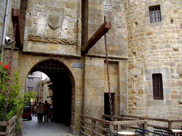 Замок Мон-Сен-Мішель - один з найромантичніших замків старого світу (21)