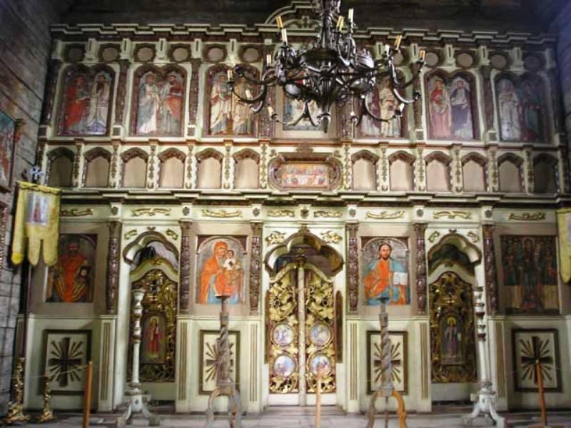 Всередині Михайлівської цркви (1777) фото: oko.kiev.ua