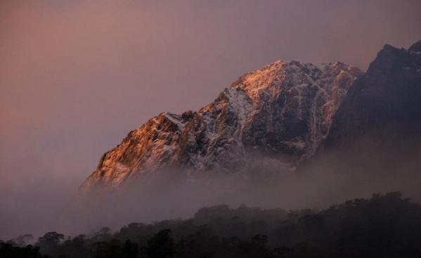 Вершини гори Фіордланд взимку: