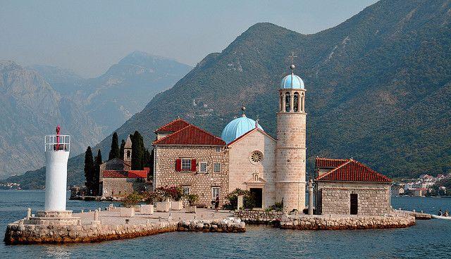 Унікальна церква на воді - Богородиця на Рифі (4)