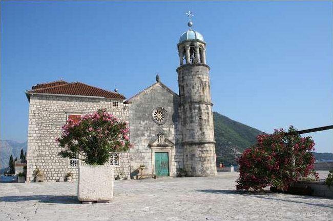 Унікальна церква на воді - Богородиця на Рифі (5)
