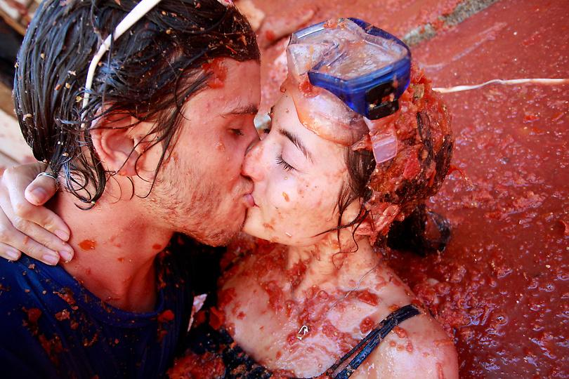 Щорічна томатна битва La Tomatina в Буньолі, Іспанія (9)