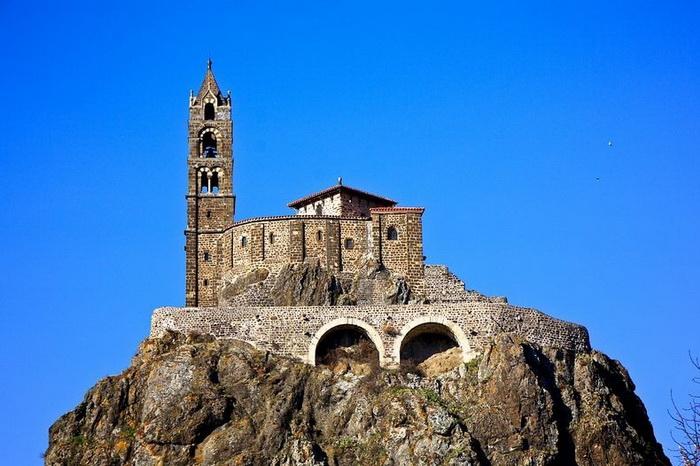 268 сходинок... до Бога: каплиця Святого Михайла на вершині скелі (Ле-Пюї-ан-Веле, Франція) (6)