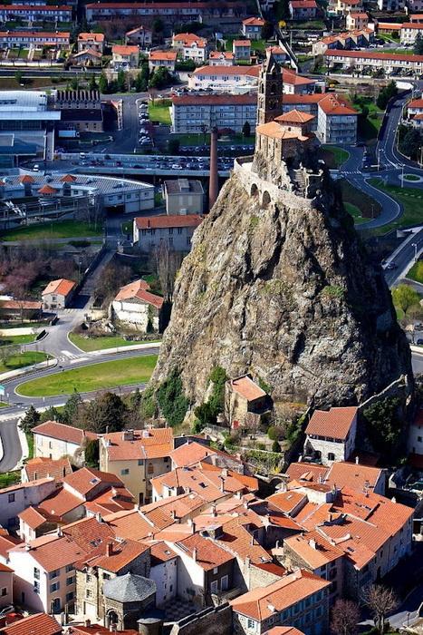 268 сходинок... до Бога: каплиця Святого Михайла на вершині скелі (Ле-Пюї-ан-Веле, Франція) (5)