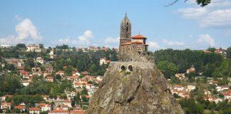 268 сходинок... до Бога: каплиця Святого Михайла на вершині скелі (Ле-Пюї-ан-Веле, Франція) (4)
