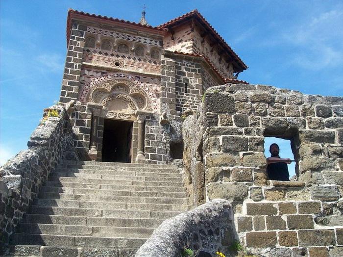 268 сходинок... до Бога: каплиця Святого Михайла на вершині скелі (Ле-Пюї-ан-Веле, Франція) (3)