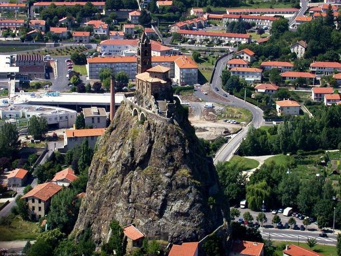 268 сходинок... до Бога: каплиця Святого Михайла на вершині скелі (Ле-Пюї-ан-Веле, Франція) (2)