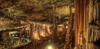 Сталактити і сталагміти в печері Авшалом, Ізраїль (5)