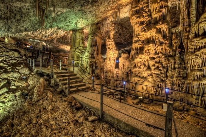Сталактити і сталагміти в печері Авшалом, Ізраїль (4)