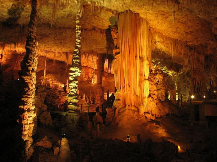 Сталактити і сталагміти в печері Авшалом, Ізраїль (3)