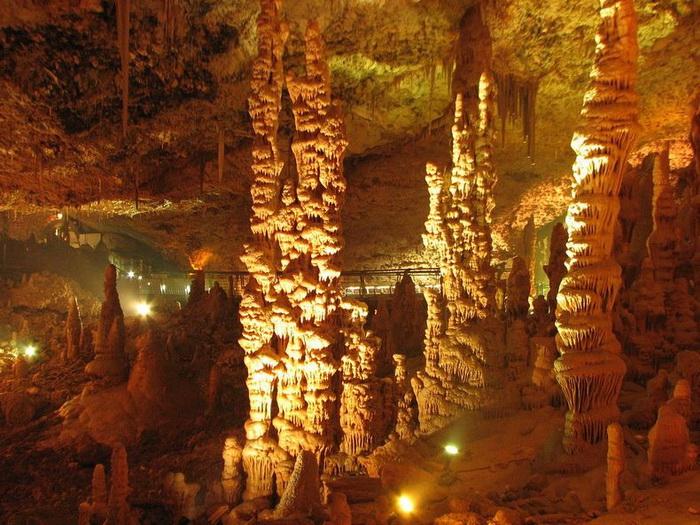 Сталактити і сталагміти в печері Авшалом, Ізраїль (2)