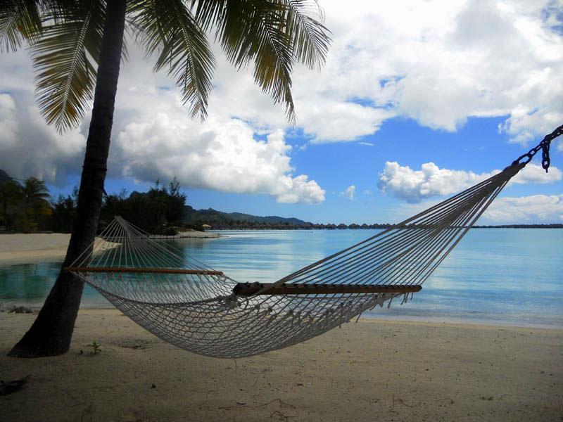 25 місць ідеальних для того, щоб полежати в гамаку (Бора-Бора, Французька Полінезія. )