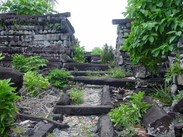 Таємниця стародавнього кам'яного міста Нан Мадол (1)