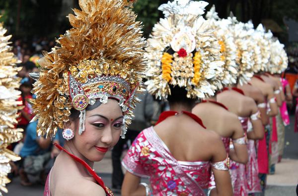 весільна учта на о. Балі: святкують тільки жінки