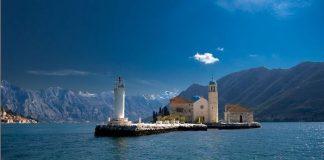Унікальна церква на воді - Богородиця на Рифі (1)