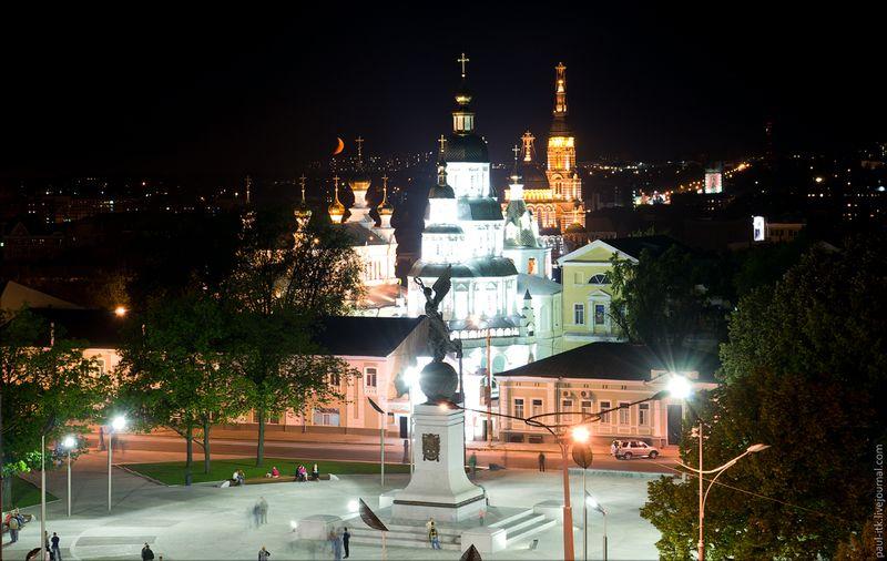 Харків - вид з дахів (Новий пам'ятник «Летюча Україна».)