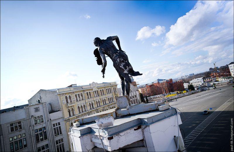 Харків - вид з дахів (Статуя «Скрипаль на даху».)